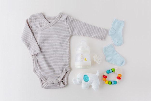 Bebeklerde hangi ayda hangi kıyafetler tercih edilmeli?
